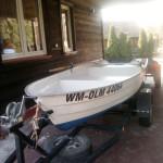 łódka wędkarska z silnikiem elektrycznym na wyposażeniu za oddzielną opłatą